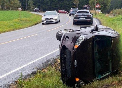 ULYKKE: En billist var onsdag ettermiddag den 23. september involvert i en singelulykke ved Holstad.