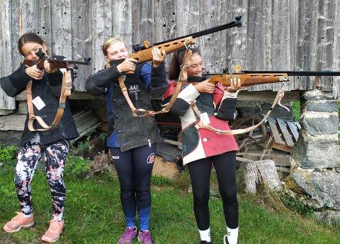 I år stilte Søndeled Skytterlag med hele 5 skyttere til årets Landsskytterstevnet (LS).  Tora Kristin Haslum Myra og Martha Søndeled i klassen eldre rekrutt (ER) og Inger Søndeled i klassen for rekrutter (R).