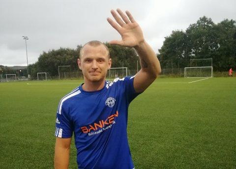 FEM MÅL: Karl Tobiassen Kvinlaug var i kalasform da han på egenhånd senket Klebe på Klepp. Han scoret alle Tonstads mål i 5-0-seieren.