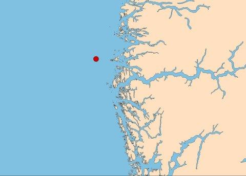 ASKVOLL: Den raude prikken viser lokaliseringa til jordskjelvet som fann stad klokka 21.55 måndag kveld.