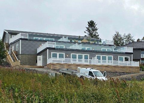 Ikke salgbare: Byggmester Ole Jakob Aalstad frykter at terrasseleilighetene ikke er salgbare på grunn av skadene de ble påførte. Derfor blir de trolig leid ut når de er ferdig renoverte.