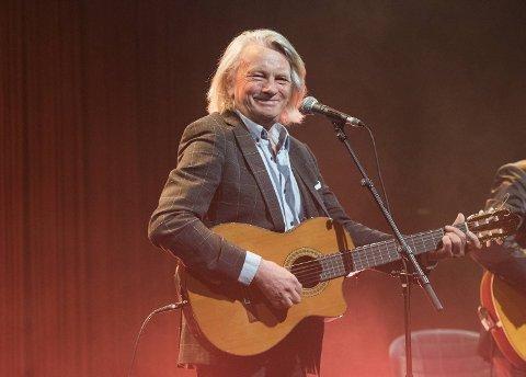 Jan Eggum var på Ole Bull Scene for ikke lenge siden, da med gitarkamerat Halvdan Sivertsen. Tirsdag er det duket for forhåndssalg på førjulskonsertene hans til kommende jul.