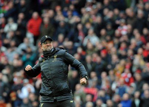 Liverpool-manager Jürgen Klopp har kunnet glede seg mange ganger denne sesongen for sterke Liverpool-prestasjoner. I kveld venter hjemmekamp mot Huddersfield. Foto: Rui Vieira (AP)