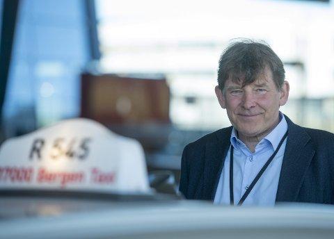 NAIVT: – Det er naivt å tro at det er bra                             for kvaliteten og at drosjetilbudet blir                                bedre dersom prisene senkes, sier direktør Jan Valeur i Bergen Taxi. Han frykter derimot mer arbeidslivskriminalitet dersom frislippet ikke stoppes. FOTO: MAGNE TURØY