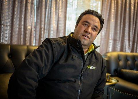 Omid Sarwari tjener halvparten av det han gjorde før koronaen.