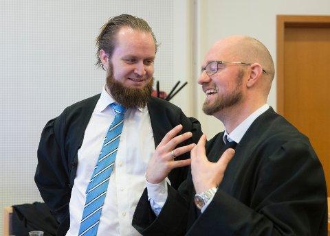 Advokatene Petter Bonde (til høyre) og Nils Christian Nordhus er begge forsvarere i den omfattende bedragerisaken. Her fra Lime-saken i 2016 der begge var forsvarere for hver sin klient.