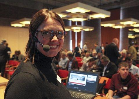 Konferansier: Prosjektleiar Elisabeth Bøe i Hydrogenregion Sogn og Fjordane hadde god grunn til å smile. Alle foto: David E. Antonsen