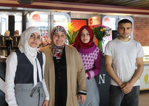 NY RESTAURANT: I det gamle lokalet til Picasso har den syriske restauranten «Besan» opna.  F.v: Faten Aladel,  Nawaem TayZari, Douaa Aladel og Ahmad Aladel.