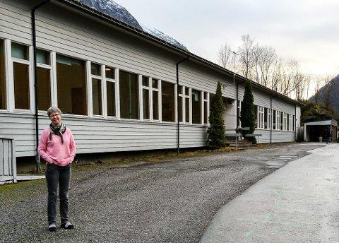OPPGITT: Kristin Sælen, lærar ved Hyen skule, meiner det er for gale at ny skule i Hyen ikkje blir noko av med det første.