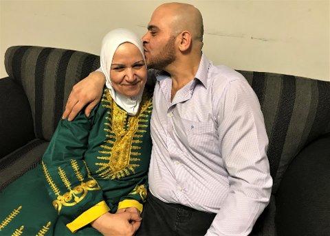 MAMMA: Yaser Siriya (32) og hans mor Salwa, er glade for at hele familien igjen er samlet.