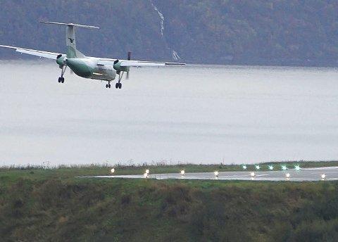 Et fly lander på den nå nedlagte flyplassen i Framneslia.