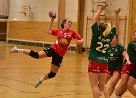 I SIGET: Ingrid Nilssen Neverdal scoret fem mål mot Harstad også i dette møtet. Arkivfoto.