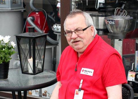 Kurt Stenersen ber flere voksne melde seg som frivillige.