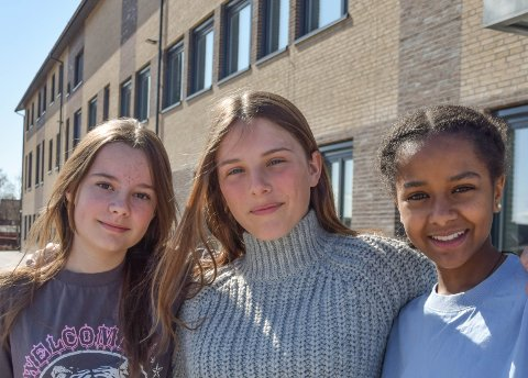 KREVENDE ÅR: Ingen av jentene hadde trodd pandemien skulle vare så lenge. Rikke, Henrikke og Naomi forsøker å tenke på lyspunktene i tilværelsen, mens de venter på bedre tider.