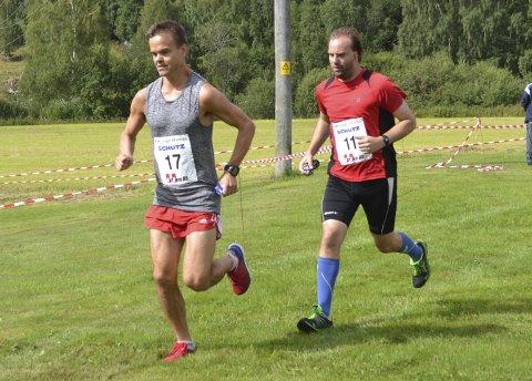 Vant: Trond Hansen var raskeste løper på helmaraton under Kongsvinger skogsmaraton. Her forsøker Jan Billy Aas å følge Galterud-gutten. Foto: Pål-Erik Berntsen