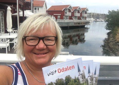 SATSER: Tove K. Gulbrandsen, her på ferie i Sverige, og næringslivet satser nå på velkjent engelsk for å markedsføre Odalen.