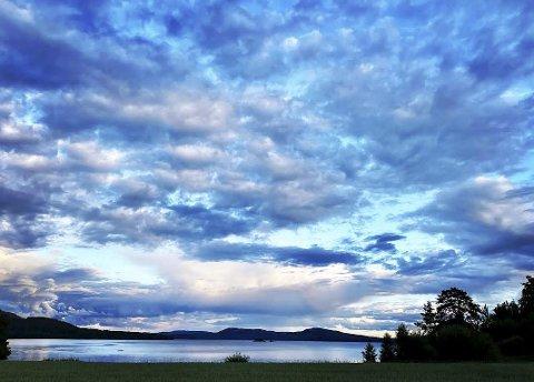 Blåtime over Storsjøen: Foto: Maria Skjæveland, Nord Odal.