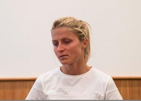 Therese Johaug var tydelig preget under pressekonferansen etter at Idrettens voldgiftsrett (CAS) kom med sin avgjørelse i doping-saken.   Foto: Vidar Ruud / NTB scanpix
