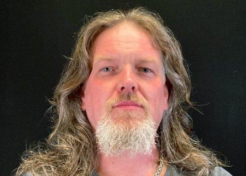 Tony Antonsen fra Lillehammer havnet i gjeldsfella etter at bruk av kredittkort, nettspill og nye forbrukslån for å betale regninger og avdrag.