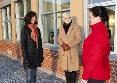 FELLES SAK: Anne Hagen Grimsrud og Bente Mari Nymoen i FAU ønsker endringer i skoleskyssen. Rektor Inger Jåvold (i midten) er enig.