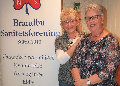 FRISTER TIL GJENTAKELSE: Anne Lise Berg og Marit Torhild Friskop Bjørnerud i Brandbu Sanitetsforening var veldig fornøyd med kvelden.