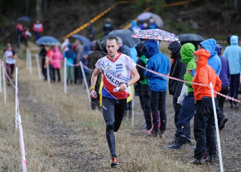 25MANNA: Magne Dæhli er blant de 50 deltakerne fra Halden Skiklubb som skal løpe en av verdens største orienteringsstafetter 25manna til helgen.