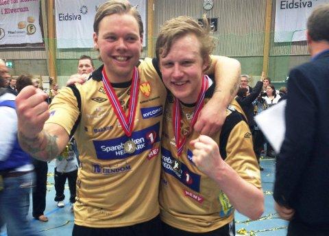 KOMPISER: Michael Thon (tv) spilte med Morten Nergaard i Elverum i mange år. – Halden har hatt mange gode keeper, men ingen med Mortens skalle og vinnerinstinkt!