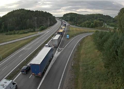 SØNDAG KVELD: Slik så det ut ved grensen like før klokka 20.45.