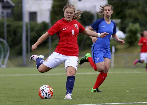 STORSEIER: Olaug Tvedten og J17-landslaget vant hele 8-1 mot Wales i EM-kvalifiseringen mandag.
