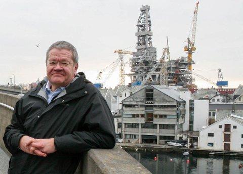 BYBÅT: Et nytt steg er tatt i arbeidet med å få førerløs bybåt. Nå  har Haugesund kommunne (her ved ordfører Arne-Christian Mohn), og 17 andre samarbeidpartnerne sendt søknad om testing.
