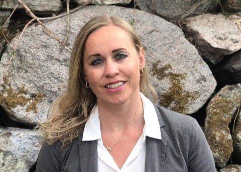 NYINNFLYTTET: Elisabeth Bakke (46) kommer fra Sira i Flekkefjord, men flyttet nylig til Karmøy hvor hun er inspektør på Avaldsnes skole. Nå har hun fått ny jobb lenger vest på Karmøy.