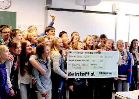 Beintøffe elever: 7A Solvang skole i Hamar gikk av med sieren, og kunne motta 30.000 kroner for sin innsats.