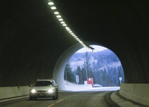 STØVETE: Flere bilister har klaget på mye støv og eksos i Toventunnelen de siste dagene. Foto: Per Vikan