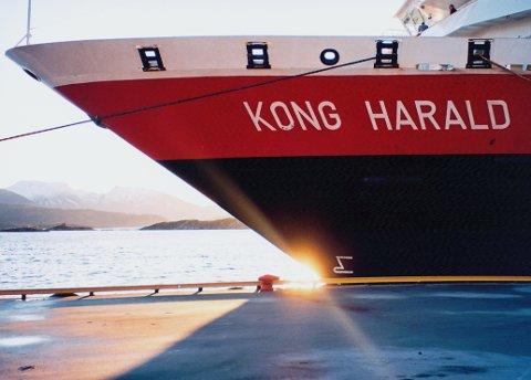 PÅ VERKSTED: Denne gangen er det ikke været som setter en stopper for M/S «Kong Harald». Nå er skipet på verksted for rutinemessig kontroll.