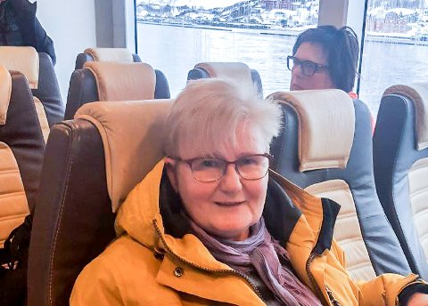 TVINGES BORT: - Vi tvinges bort fra distriktene, sier Berit Berge fra Nuvsvåg som søndag 2. mai for siste gang kunne sette seg i pendlerbåten til Hammerfest.