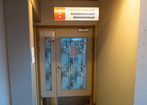 HEMMELIG: Bak disse dørene, ble formannskapet lovet gull og grønne skoger under formannskapsmøtet.