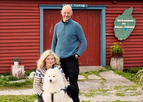 TROR IKKE KJØLIGE TEMPERATURER HAR SÅ MYE Å SI: Anne Sivertsen og Olaf Bull driver Tamsøya AS, sammen med hans Olafs bror, Fredrik Bull.