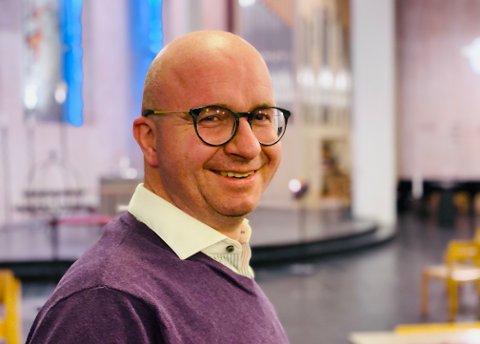 PREST: Hans Jørgen Nilsen i Kanebogen kirke sier at det er trist uansett hvor koronaen rammer.