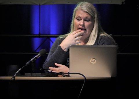 Kommunalsjef Kirsten Toft holdt en orientering om avvikssaken for kommunestyret i Alstahaug. her sa hun at hun var uenig i vinklingen, og at avvik er svært viktig i arbeidet for en god eldreomsorg.