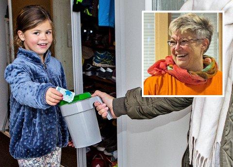 ÅRLEG DUGNAD: Kvart år besøker 100.000 bøsseberarar alle bustader i Noreg. Anita Stokdal håper at ho får nok frivillige i Time kommune òg dette året.