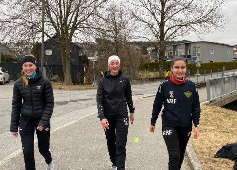 SPREKE JENTER: Hanna Carlsen (14), Hanna Skurve Håland (15) og Karen Rafols Fosse (16) gikk over seksti tusen skritt hver.