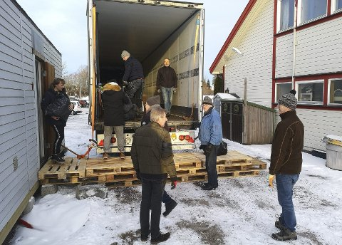 Mange givere og frivillige: Nok en sending gjøres klar til Ukraina. Foto: privat