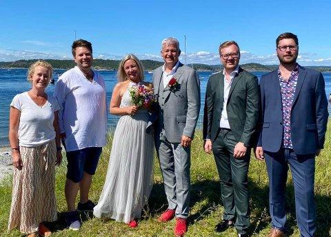 NYGIFTE: Olaug Skau og Odin Adelsten Aunan Bohmann ble plutselig forlovere til Trine Almenning, mens Jone Blikra hadde fått med seg Kristoffer Stoa Gundersen og Audun Solbekk som sine forlovere.