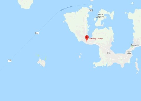 Ein båt gjekk ned utanfor Halsnøy Kloster nyttårsaftan.