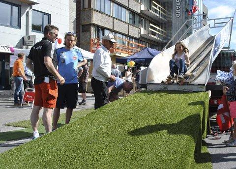 Fjorårets fest: Fjorårets gatefest med hoppbakken ble en suksess.Foto: natalia heinric