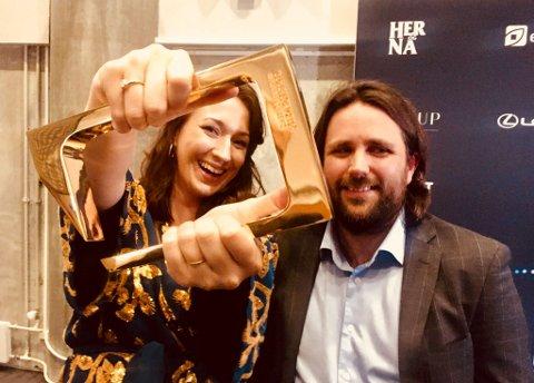INNMARI GLADE: De fikk tre priser under Gullruten, som ble delt ut lørdag. Vilje Kathrine Hagen er produsent for serien. Her sammen med serieskaper Johan Fasting.