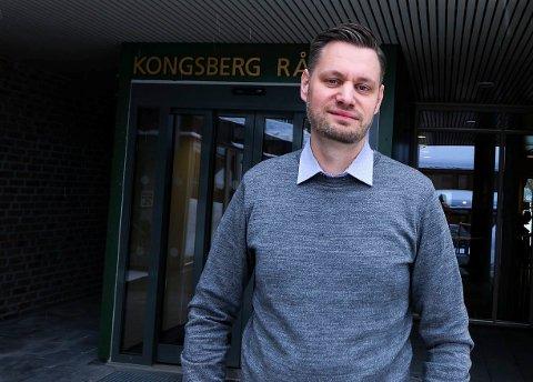 VIL VURDERE FLERE: Rune Fredriksen, seksjonssjef Plan, bygg og landbruk i Kongsberg kommune, har fått inn flere søknader på stillingen som assisterende seksjonsleder, men utvider søknadsfristen for å få inn en bredere søkemasse.