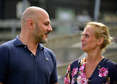 ALTERNATIVT BUDSJETT: Mosh Esthakri og Mary-Ann Tabrizi representerer Frp i Kongsbreg kommunestyre. Nå har de lagt fram et alternativt budsjettforslag.