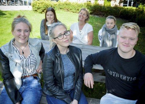 GODE ERFARINGER: Inghild Bergseth (t.v.) Silje Yggeseth, Silje Lærum, rådgiver Vigdis Sætha, Rikke Solberg og Mathias Løwe har gode erfaringer med individuelle avtaler.