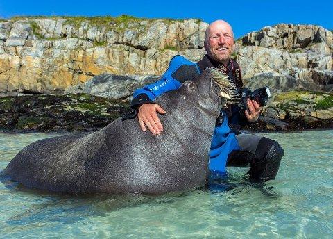 IVRIG FOTOGRAF: Audun Rikardsen har holdt på med naturfoto i en årrekke. I oktober gikk han til topps i den prestisjetunge Wildlife Photographer of the Year-konkurransen.